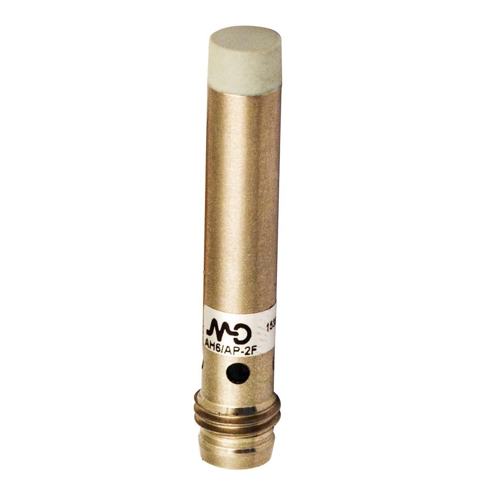 AH6/CP-4F M.D. Micro Detectors Индуктивный датчик D6,5 мм LD короткий, неэкранированный, NC/PNP, разъем M8