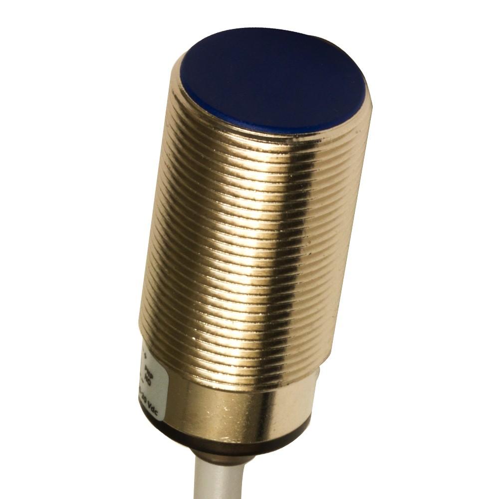 AK6/D2-5A M.D. Micro Detectors Индуктивный датчик M18, 0-10 В,+ 4-20 мА, дальность действия 10 мм, кабель 2м, осевой