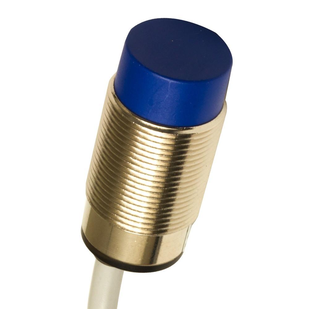 AK6/AP-4A M.D. Micro Detectors Индуктивный датчик M18 короткий, неэкранированный, NO/PNP, кабель 2м, осевой